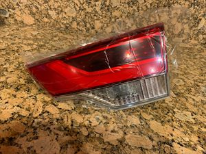 Right rear tail light 2019 Toyota Highlander for Sale in Stockton, CA