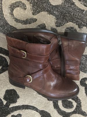 Born Ladies boots size 9 1/2 for Sale in Smyrna, TN
