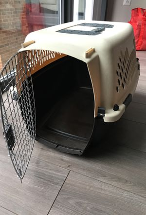 Medium Plastic Kennel / Dog Crate for Sale in Alexandria, VA