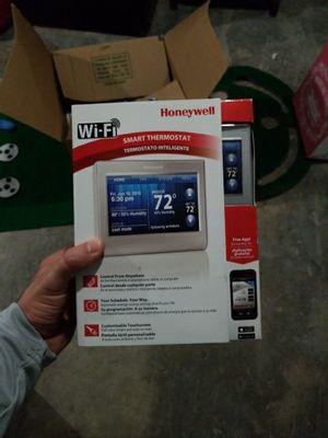 Honeywell WiFi thermostat rth9580wf1005 for Sale in Bryn Mawr, PA