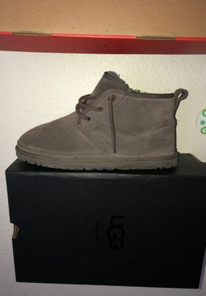 Grey man uggs size 9 50$ for Sale in Sacramento, CA