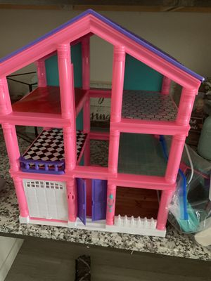 Doll house with accessories for Sale in Midland, TX