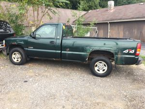 02 Chevy Silverado V6 4x4 for Sale in Pittsburgh, PA