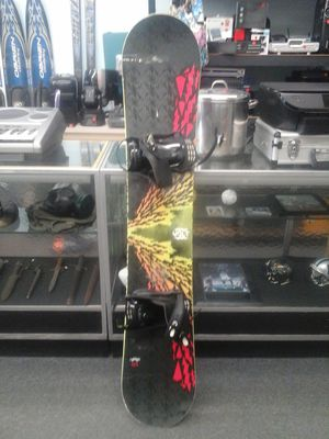 Lamar Volt 157cm snowboard with bindings for Sale in Charlotte, NC