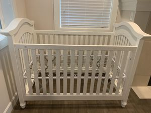Baby crib white + mattress for Sale in Issaquah, WA