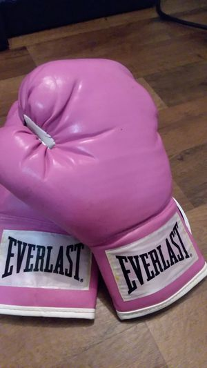 Pink Everlast Boxing Gloves for Sale in Seattle, WA