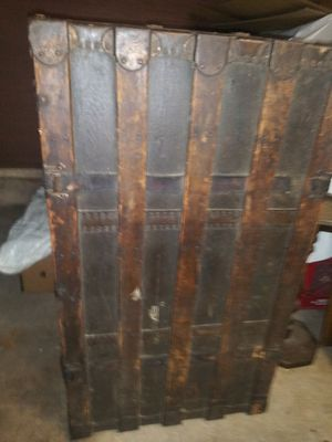 Old trunk box style for Sale in Cleveland, OH