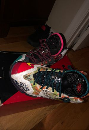 LEBRON XI PREMIUM SIZE 9.5 for Sale in Clermont, FL