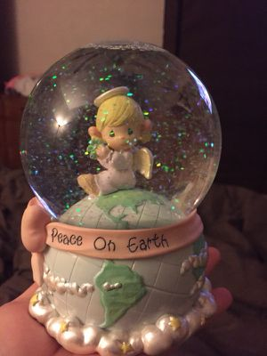 Precious moments snow globe/plays joy to the world for Sale in Peoria, IL