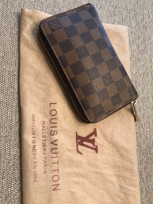 Authentic real Louis Vuitton zippy organizer wallet swipe 👉🏽 for Sale in Charlotte, NC