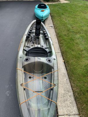 Pelican Fishing kayak w/ anchor system and lowrance fish finder for Sale in Chicago, IL
