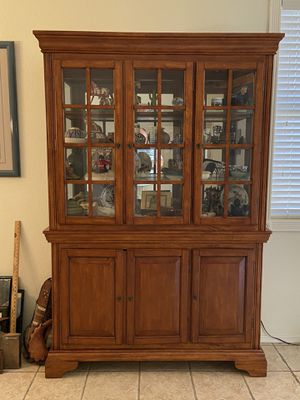 Curio cabinet for Sale in Chandler, AZ