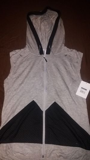 Workout sleeveless jacket. Marika brand. Size Large for Sale in Bellflower, CA