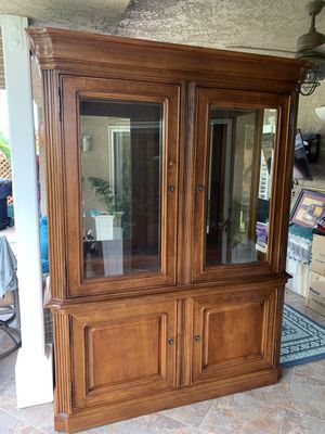 Stanley China Cabinet (like new) for Sale in San Diego, CA