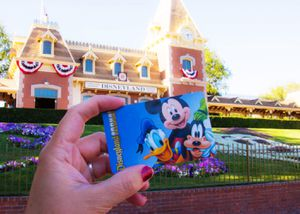 2day Disneyland hopper tickets with max pass included for Sale in Anaheim, CA