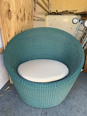 360 degree swiveling patio chairs for Sale in Los Alamitos, CA
