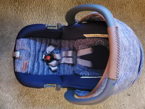 Car seat and base for Sale in Sacramento, CA