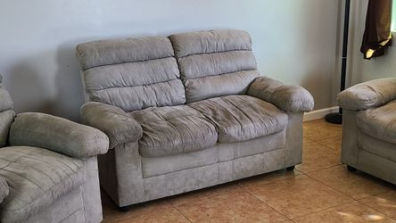 Living Room Set Loveseat Chairs FREE DELIVERY!! Beige microfiber loveseat and chair set $300 obo for Sale in Phoenix,  AZ