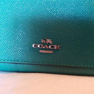 Coach emerald green full size wallet for Sale in Scottsdale, AZ