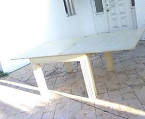 """Dining room table Neutral 43"""" - 86"""" One Piece for Sale in Boca Raton, FL"""