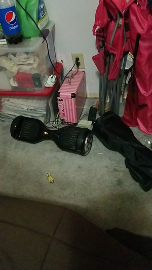 Hover board w charger and case for Sale in Columbus, OH