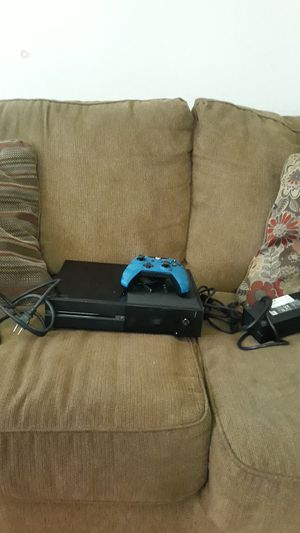 Xbox one no wireless controller, and cod bo4 for Sale in San Jose, CA