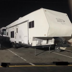 2001 Tahoe Toy Hauler by Thor for Sale in Garden Grove, CA