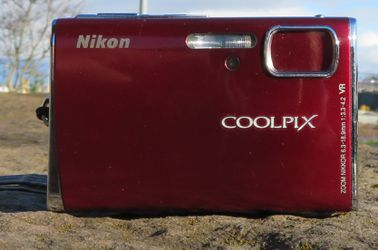 Red Nikon cool pix s 52 for Sale in Tacoma,  WA