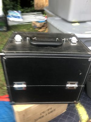 MAkeup case withdqsc sponges, eye shadow brushes etc for Sale in Atlanta, GA