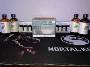 Essential Oil Defuser With Many Essentials Oils. Brand New for Sale in Las Vegas, NV