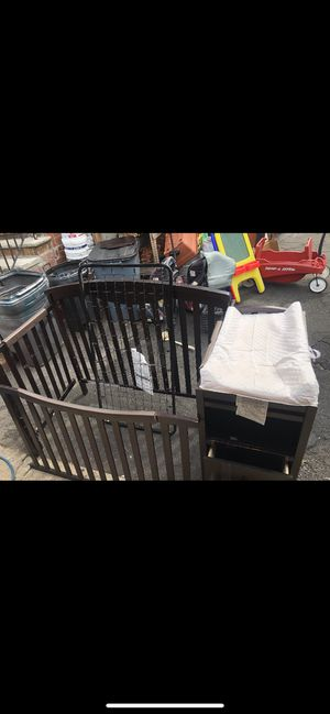 Diaper changing table/crib for Sale in Kearny, NJ