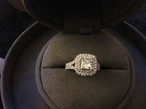 Engagement Wedding ring VERA WANG for Sale in Chicago Ridge, IL