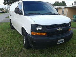 2010 Chevy express 2500.Engine 4.8.Has 276000 miles.Very good condition. for Sale in Miami, FL