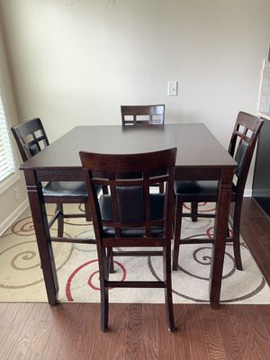 Breakfast table with Counter height with 4 Bar stools for Sale in Alpharetta, GA