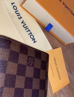 Authentic Louis Vuitton Damier Wallet for Sale in Silver Spring,  MD
