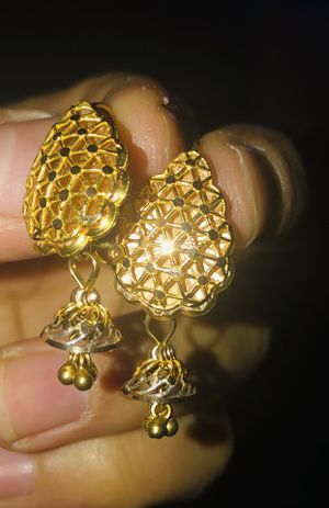 21k Singapore gold 5 grams it's very nice erring for Sale in Dixon, CA