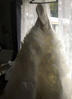 Beautiful couture wedding dress for Sale in East Wenatchee, WA