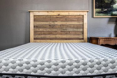 Layla Queen Size Mattress - Like New for Sale in Moreno Valley,  CA