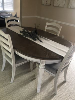 Ashley Dining room table for Sale in Cleveland, OH