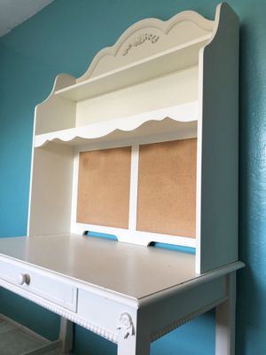 White Desk and Chair for Sale in Sunnyvale, CA