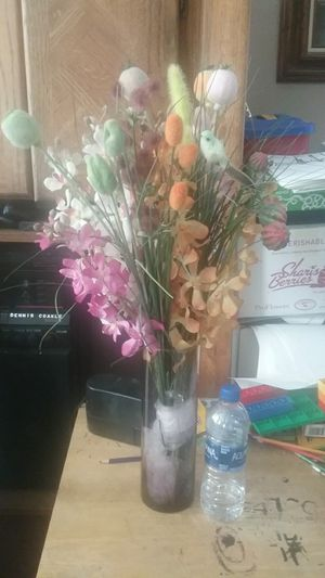 Flowers with glass vases for Sale in Winchester, CA