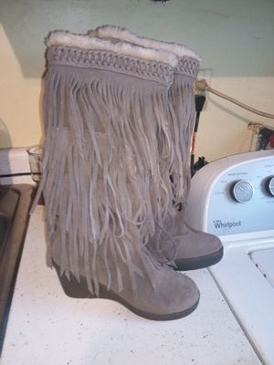 Bearclaw fringe boots size 5 for Sale in Indianapolis, IN