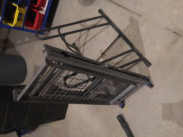 Fold up shelve on wheel