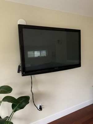 "52"" TV + Mount for Sale in Seattle, WA"