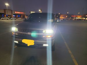 Chevy silverado 2500 for Sale in Chicago, IL