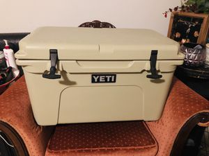 YETI TUNDRA SERIES 45 - QUART COOLER for Sale in San Antonio, TX