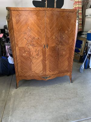 Antique Armoire for Sale in Jurupa Valley, CA