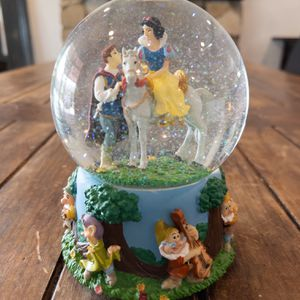 Disney Princess Snow White Musical Water Globe for Sale in La Puente, CA