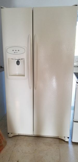 Maytag / Refrigerator with ice maker electric stove and microwave for Sale in Miami, FL