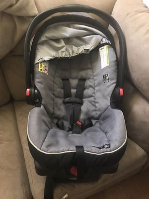 Infant car seat for Sale in Youngstown, OH